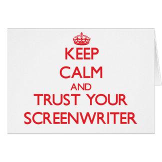Guarde la calma y confíe en a su guionista tarjeta de felicitación