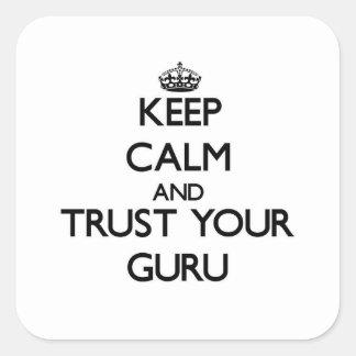 Guarde la calma y confíe en a su Guru Pegatina Cuadrada