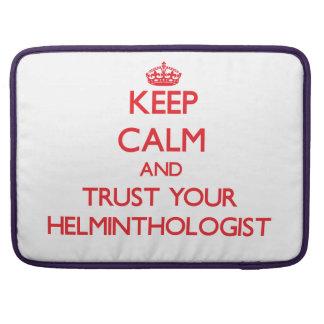 Guarde la calma y confíe en a su helmintologista fundas para macbook pro