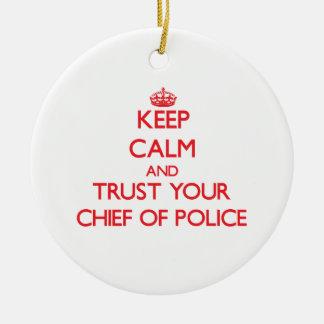Guarde la calma y confíe en a su jefe de policía adorno redondo de cerámica