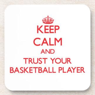 Guarde la calma y confíe en a su jugador de básque posavasos