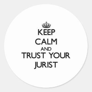 Guarde la calma y confíe en a su jurista etiquetas redondas