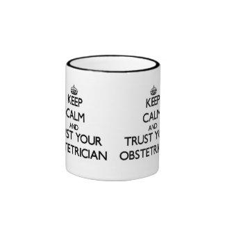 Guarde la calma y confíe en a su obstétrico taza de dos colores