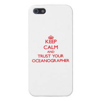 Guarde la calma y confíe en a su oceanógrafo iPhone 5 protectores