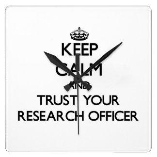 Guarde la calma y confíe en a su oficial de la inv