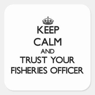Guarde la calma y confíe en a su oficial de las calcomanias cuadradas