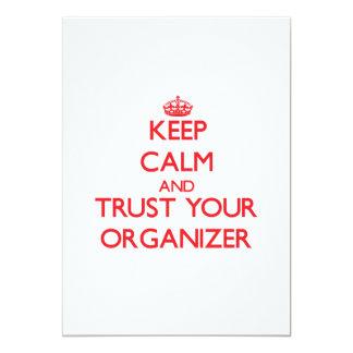 Guarde la calma y confíe en a su organizador invitación 12,7 x 17,8 cm