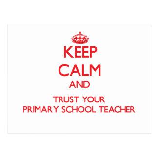 Guarde la calma y confíe en a su profesor de postal