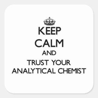 Guarde la calma y confíe en a su químico analítico pegatinas cuadradas