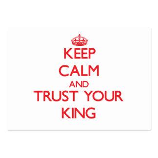 Guarde la calma y confíe en a su rey tarjetas de visita