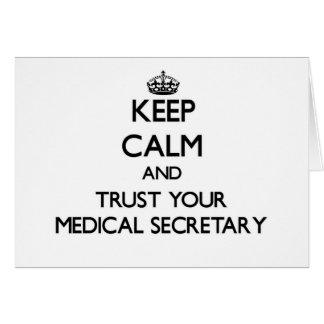 Guarde la calma y confíe en a su secretaria médica felicitación