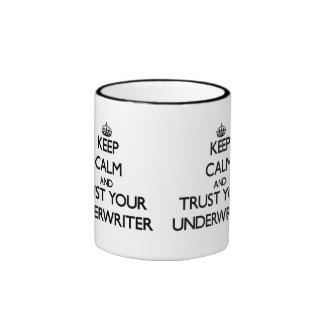 Guarde la calma y confíe en a su suscriptor taza de dos colores