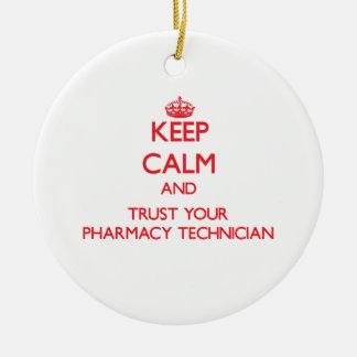 Guarde la calma y confíe en a su técnico de la adorno navideño redondo de cerámica