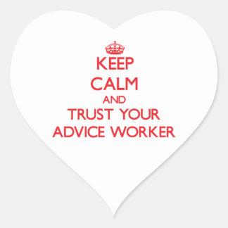 Guarde la calma y confíe en a su trabajador del co pegatina de corazón