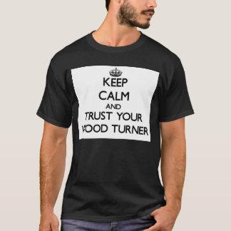 Guarde la calma y confíe en a su Turner de madera Playera