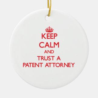 Guarde la calma y confíe en a un abogado de patent ornamento de reyes magos