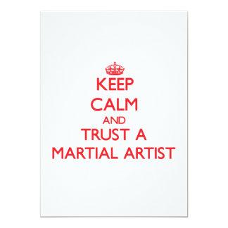 Guarde la calma y confíe en a un artista marcial invitación 12,7 x 17,8 cm