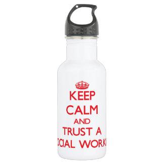 Guarde la calma y confíe en a un asistente social