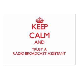 Guarde la calma y confíe en a un ayudante de la em tarjeta de negocio