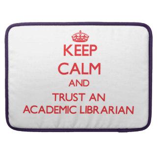 Guarde la calma y confíe en a un bibliotecario aca funda para macbook pro