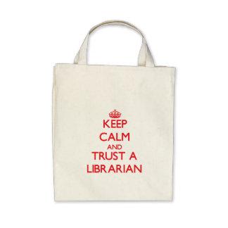 Guarde la calma y confíe en a un bibliotecario bolsa