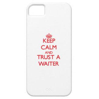 Guarde la calma y confíe en a un camarero iPhone 5 Case-Mate protector
