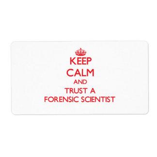 Guarde la calma y confíe en a un científico forens etiquetas de envío