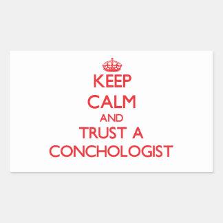 Guarde la calma y confíe en a un Conchologist Pegatina Rectangular