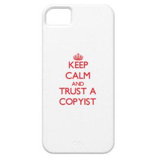 Guarde la calma y confíe en a un Copyist iPhone 5 Case-Mate Funda