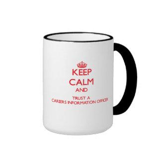 Guarde la calma y confíe en a un documentalista de tazas de café