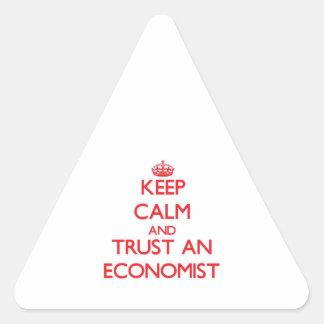 Guarde la calma y confíe en a un economista calcomania triangulo
