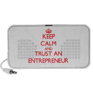 Guarde la calma y confíe en a un empresario mini altavoces