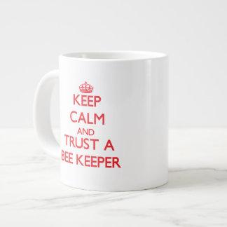 Guarde la calma y confíe en a un encargado de la a taza grande