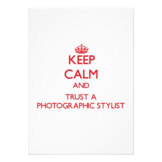 Guarde la calma y confíe en a un estilista fotográ anuncio