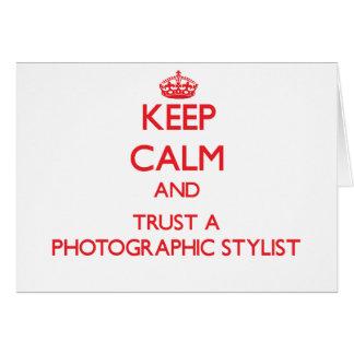 Guarde la calma y confíe en a un estilista fotográ tarjetón