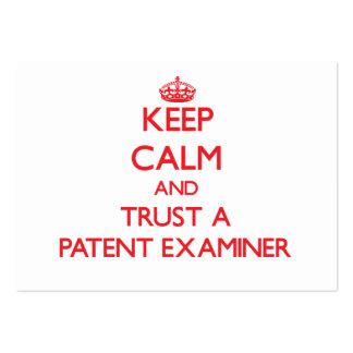 Guarde la calma y confíe en a un examinador de la  tarjeta de visita