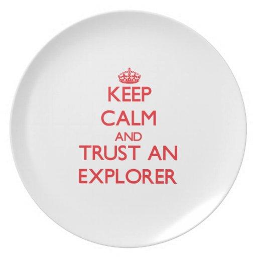 Guarde la calma y confíe en a un explorador plato de cena