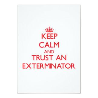 Guarde la calma y confíe en a un Exterminator Invitación 12,7 X 17,8 Cm