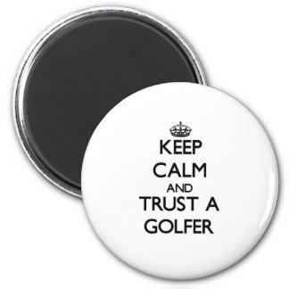Guarde la calma y confíe en a un golfista imán de frigorífico
