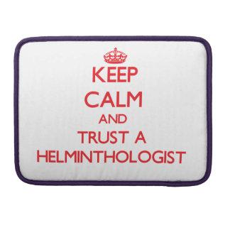 Guarde la calma y confíe en a un helmintologista fundas para macbook pro