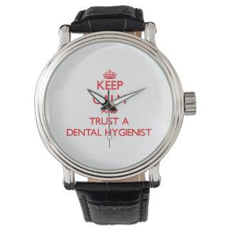 Guarde la calma y confíe en a un higienista dental relojes de mano