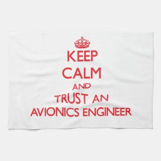 Guarde la calma y confíe en a un ingeniero de la a toallas de mano