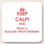 Guarde la calma y confíe en a un ingeniero de la b posavasos de bebida