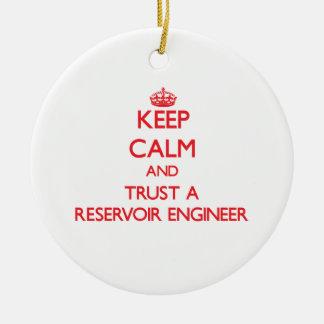 Guarde la calma y confíe en a un ingeniero del dep ornamentos de navidad