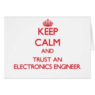 Guarde la calma y confíe en a un ingeniero electró tarjeta de felicitación