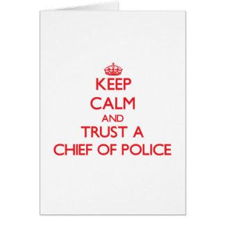 Guarde la calma y confíe en a un jefe de policía felicitación