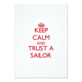"""Guarde la calma y confíe en a un marinero invitación 5"""" x 7"""""""