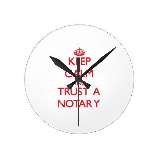 Guarde la calma y confíe en a un notario relojes