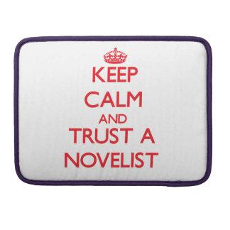 Guarde la calma y confíe en a un novelista funda para macbooks
