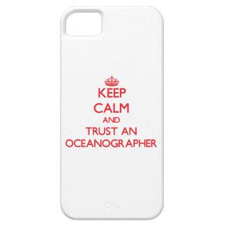 Guarde la calma y confíe en a un oceanógrafo iPhone 5 protector